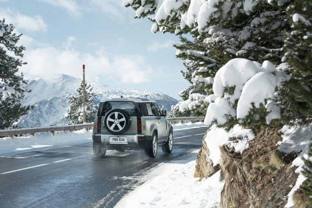Content land rover defender 2020 test prva jazda autozurnal.com 23