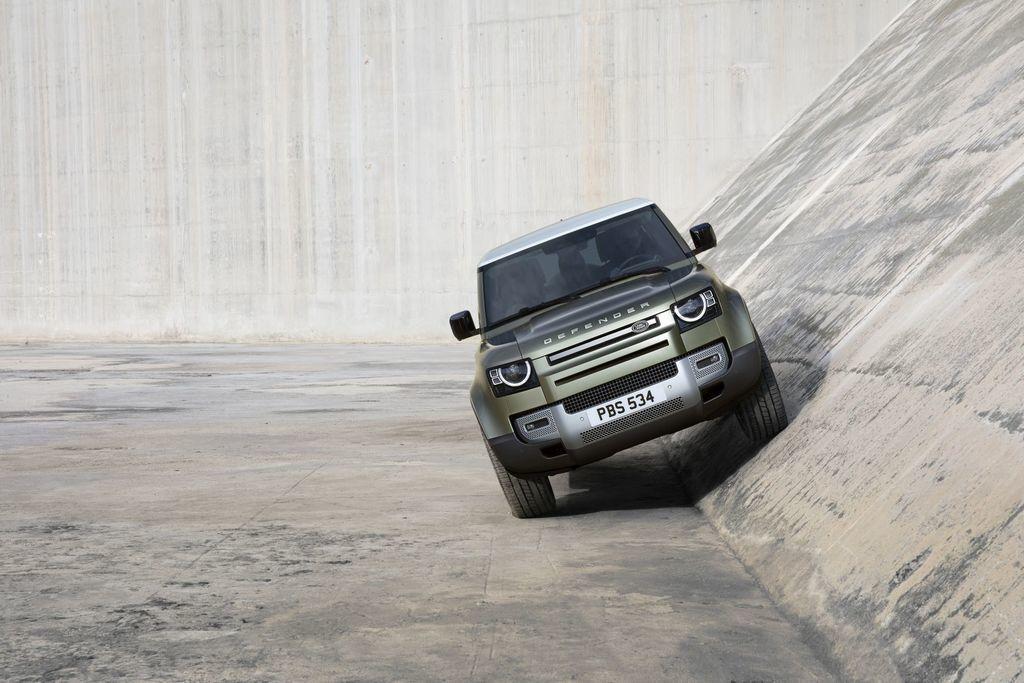 Content land rover defender 2020 test prva jazda autozurnal.com 24