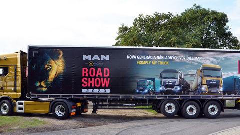 Thumb 02 man road show 2020