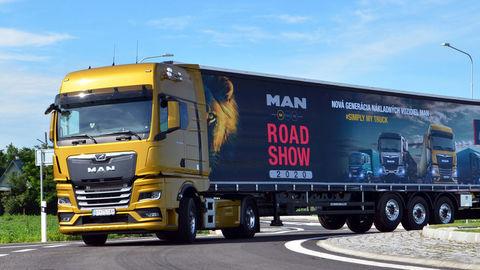 Thumb 06 man road show 2020