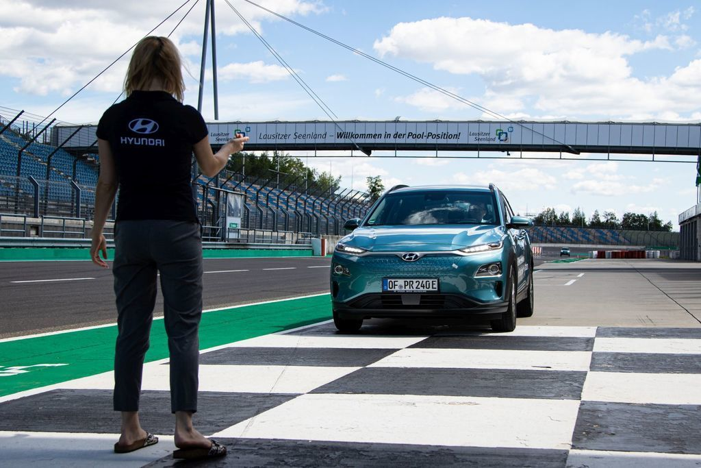 Content hyundai kona elekctric ev 1000 km dojazd autozurnal.com 10