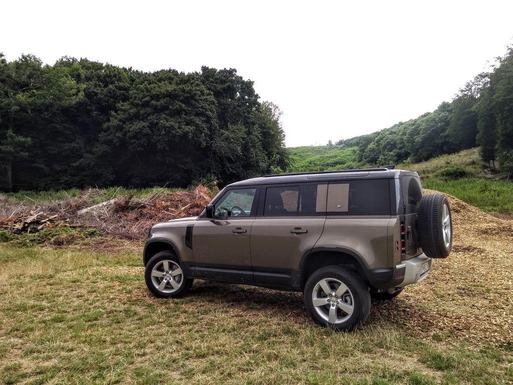 Content test land rover defender 110 p400 2020 autozurnal.com 61