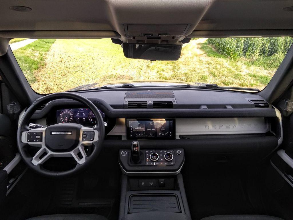 Content test land rover defender 110 p400 2020 autozurnal.com 30