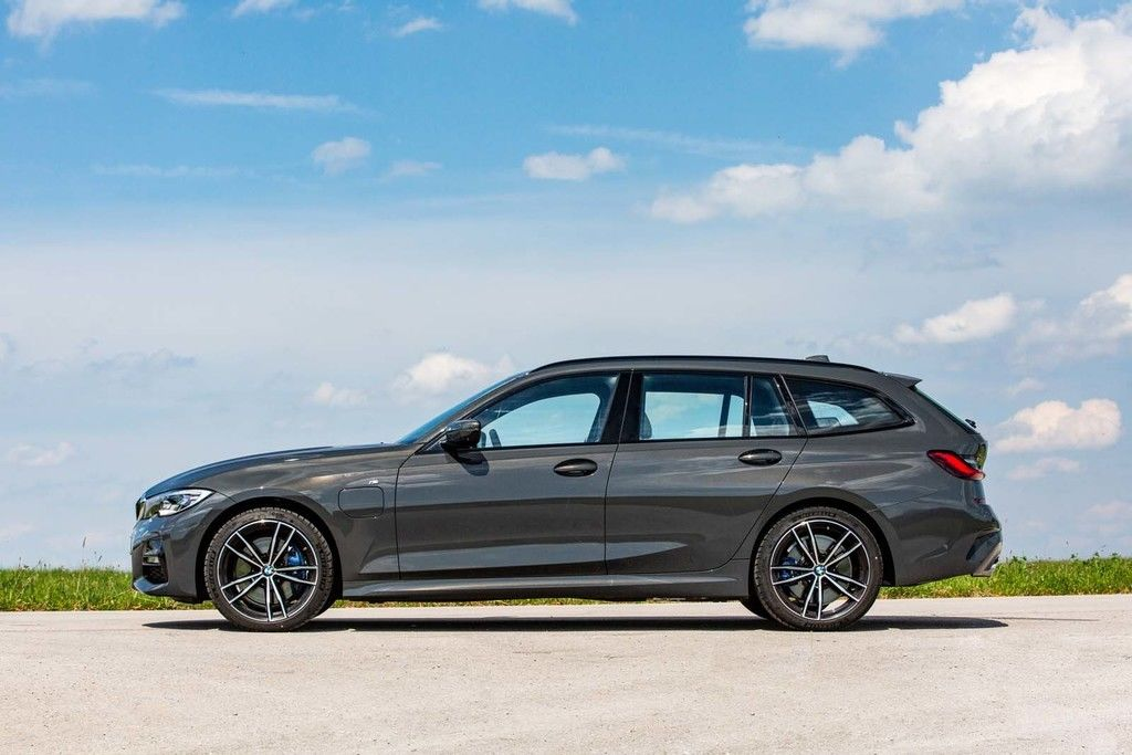 Content zz 9 highres the bmw 330e touring