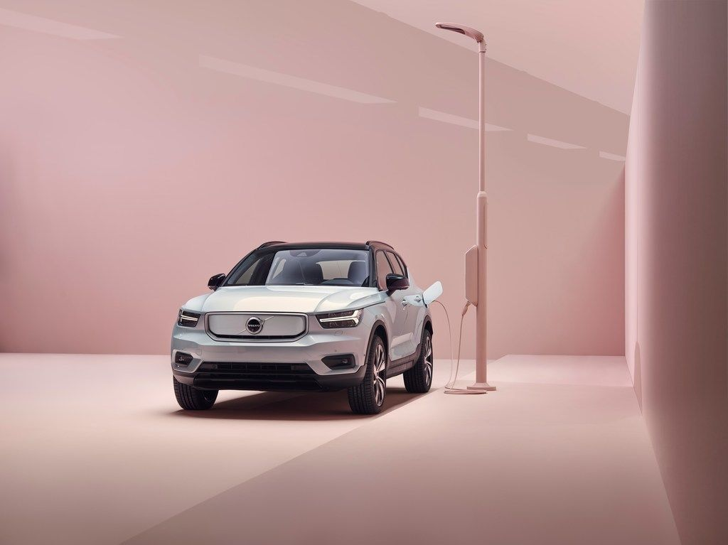 Content content 259200 volvo xc40 recharge p8 awd in glacier silver