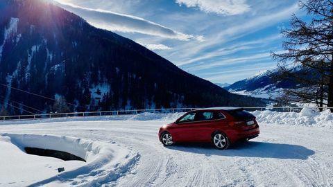 Thumb test zimnych a celorocnych pneumatik 2020 2021 autozurnal.com 5