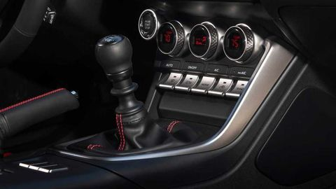 Thumb 2022 subaru brz interior shifter