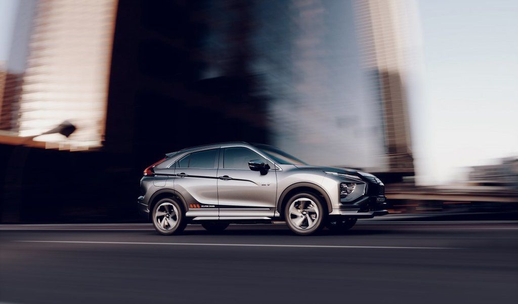 Content eclipse cross phev autozurnal.com 10