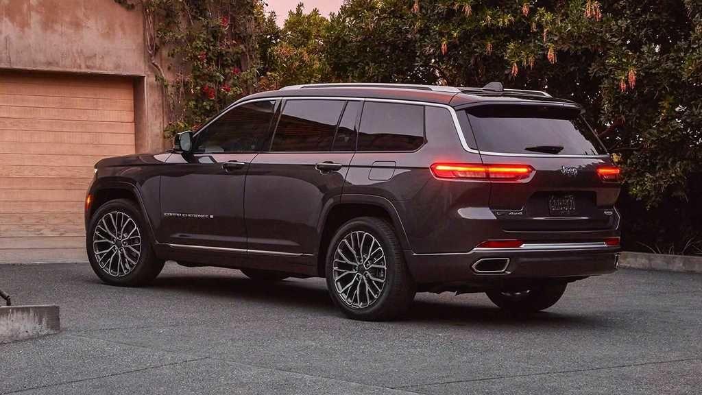 Content 2021 jeep grand cherokee l exterior  9