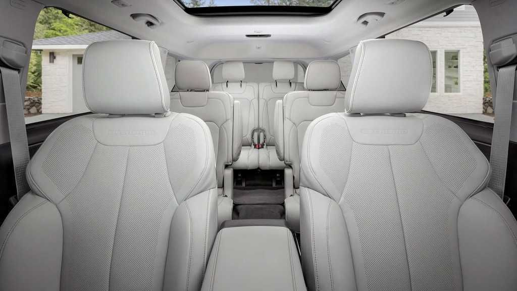 Content 2021 jeep grand cherokee l interior  4