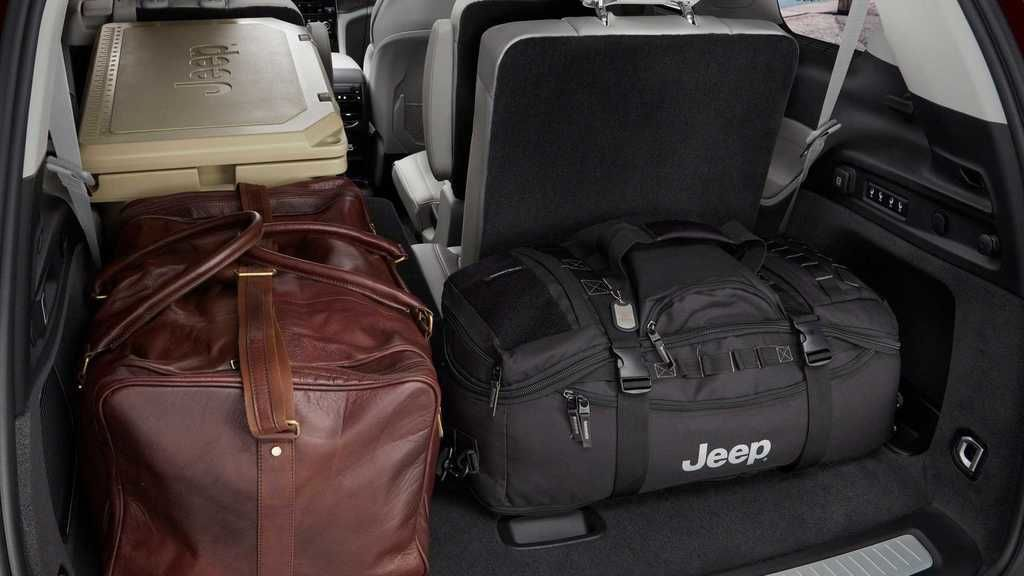 Content 2021 jeep grand cherokee l interior  9