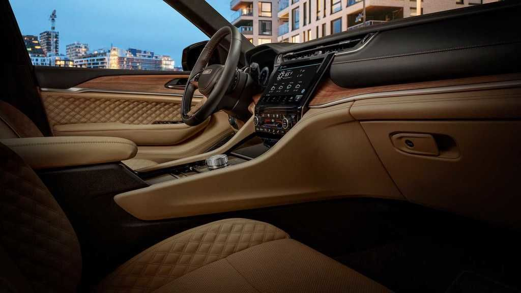 Content 2021 jeep grand cherokee l interior  13