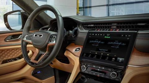 Thumb 2021 jeep grand cherokee l interior  15
