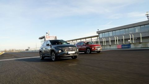 Thumb test hyundai tucson 2021 hybrid vs turbodiesel autozurnal.com 15