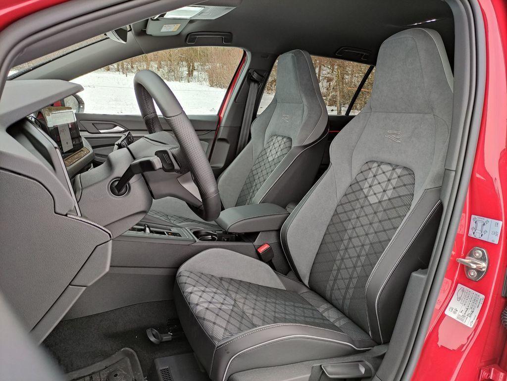 Content test volkswagen golf variant 2021 autozurnal.com 19