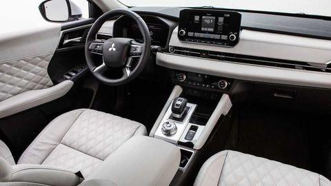 Thumb 2022 mitsubishi outlander interior  4