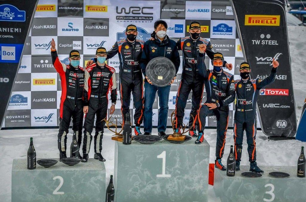 Content 1 a podium