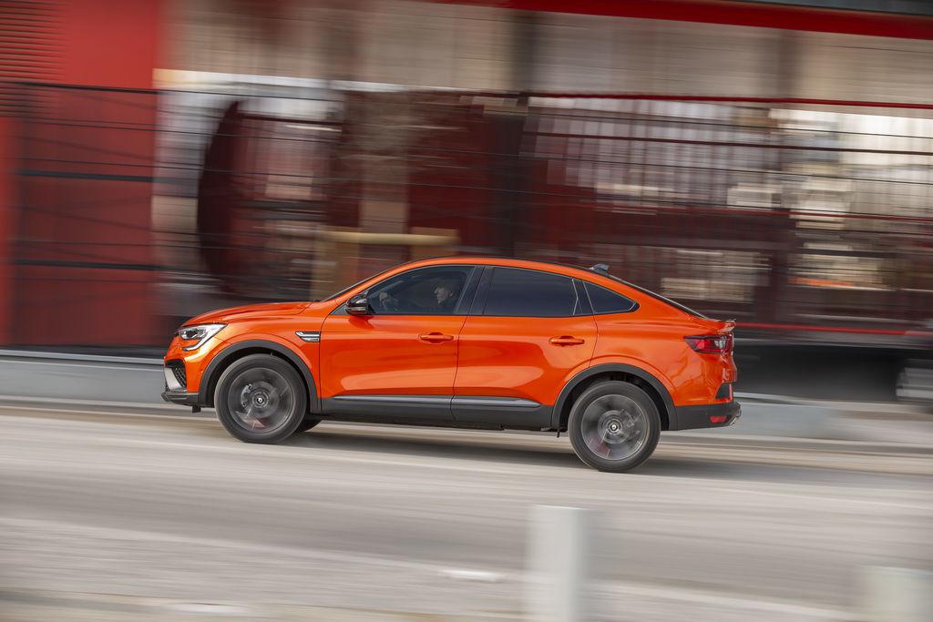 Content 2021   renault arkana tests drive   valencia orange  3