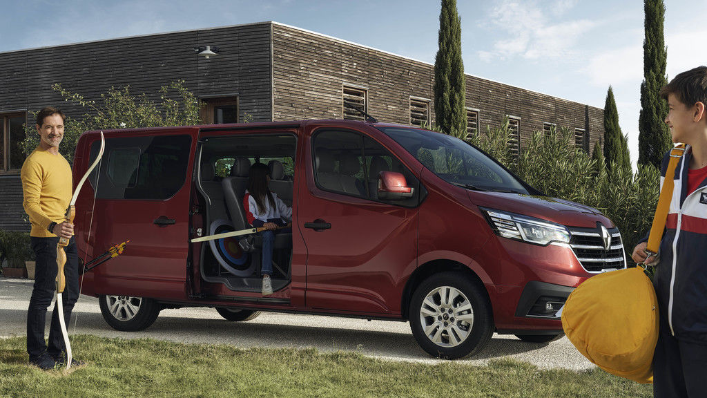 Content 2021   new renault trafic on location