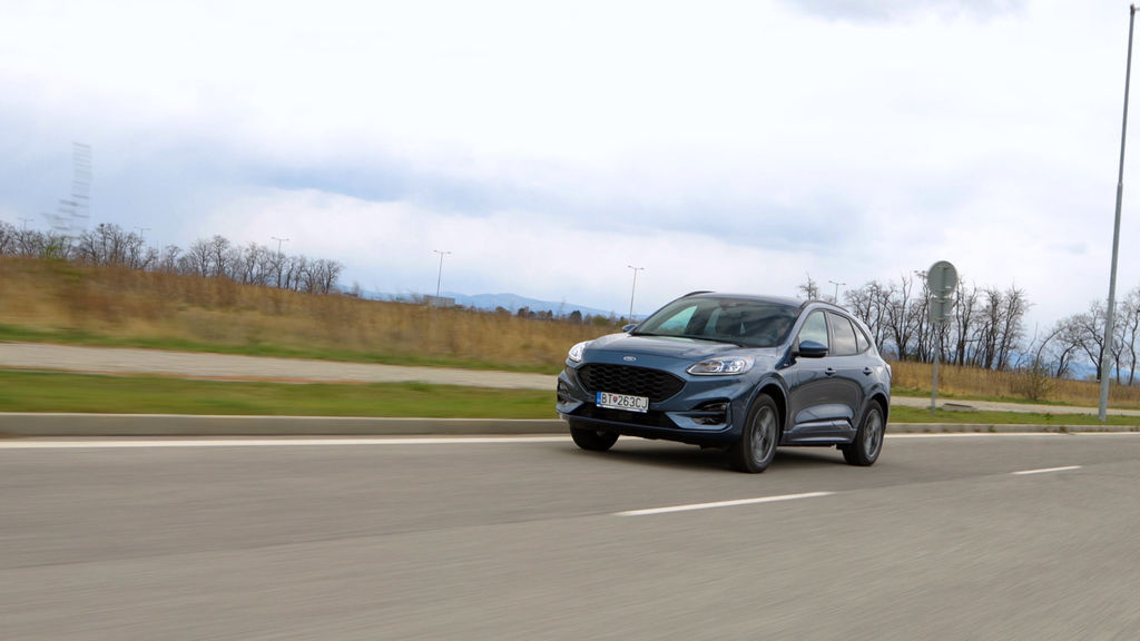 Content ford kuga sk test 2021 1080p h264.00 01 18 12.still555