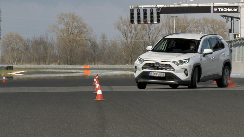 Content ford kuga sk test 2021 1080p h264.00 21 40 17.still573
