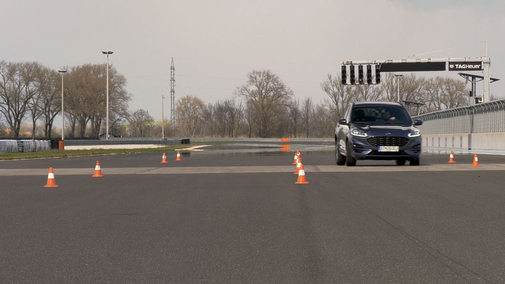 Content ford kuga sk test 2021 1080p h264.00 24 00 20.still574