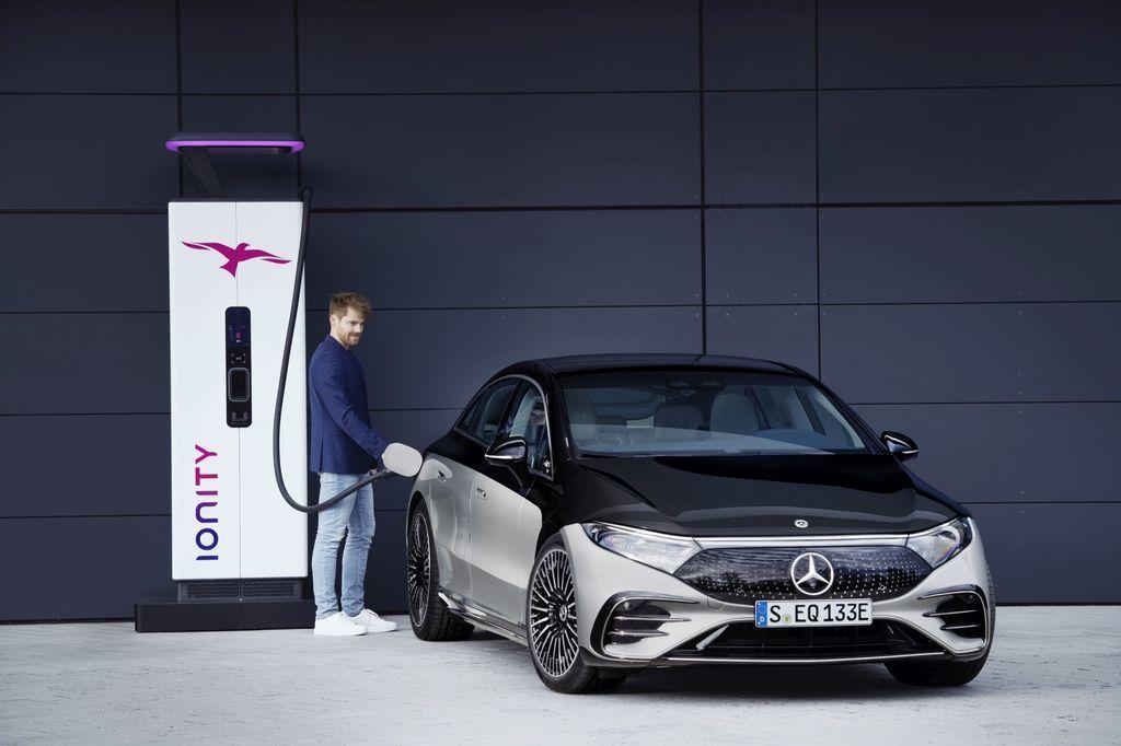 Content najluxusnejsi elektromobil mercedes eqs 2021 facelift autozurnal.com 13