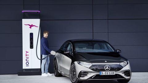 Thumb najluxusnejsi elektromobil mercedes eqs 2021 facelift autozurnal.com 13