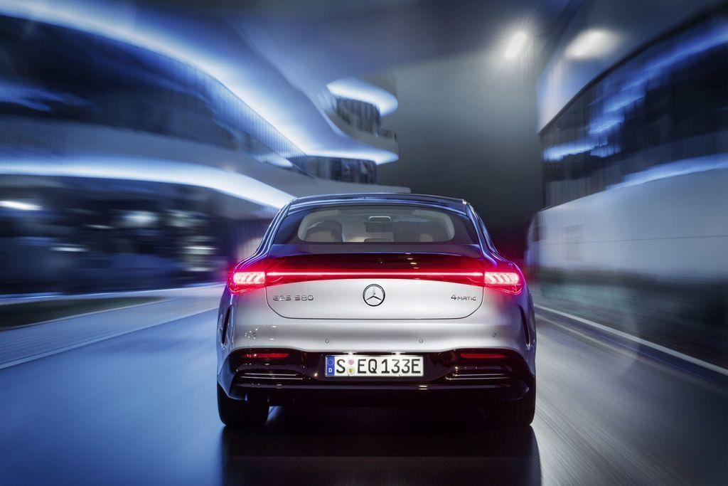 Content najluxusnejsi elektromobil mercedes eqs 2021 facelift autozurnal.com 17