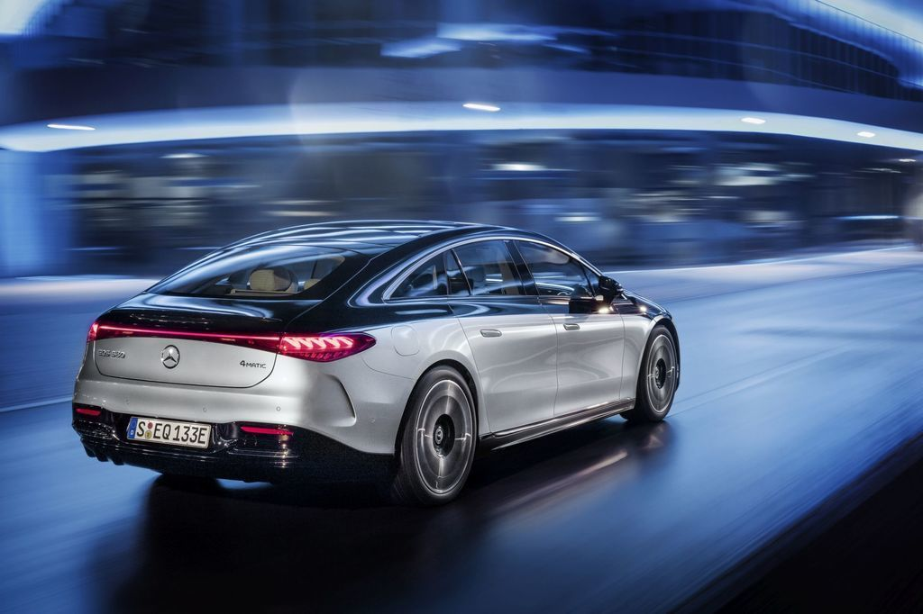 Content najluxusnejsi elektromobil mercedes eqs 2021 facelift autozurnal.com 18