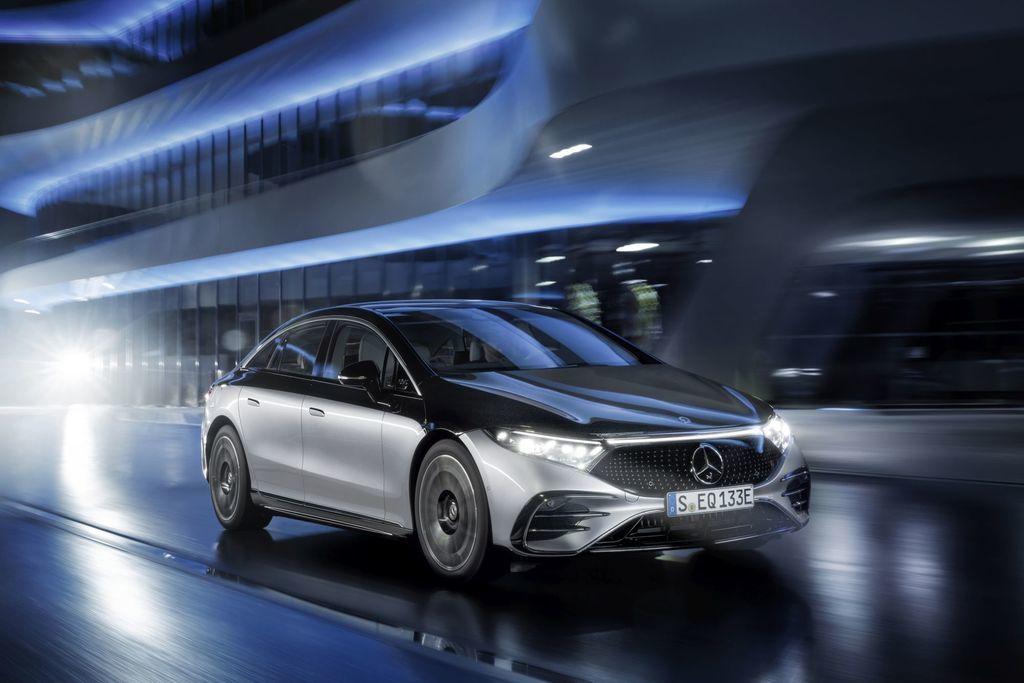 Content najluxusnejsi elektromobil mercedes eqs 2021 facelift autozurnal.com 19