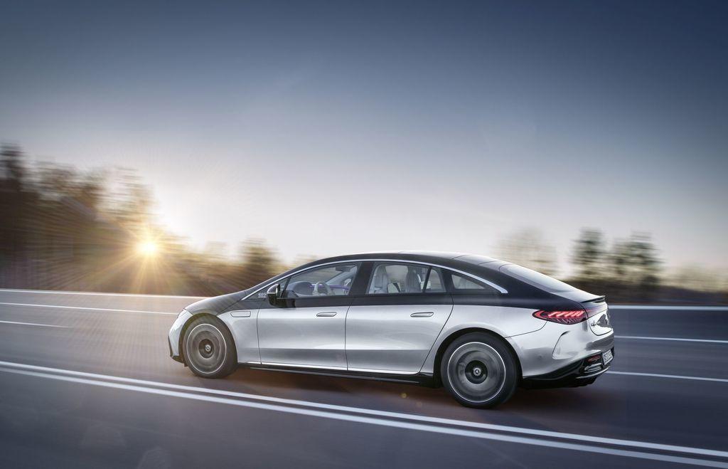 Content najluxusnejsi elektromobil mercedes eqs 2021 facelift autozurnal.com 20