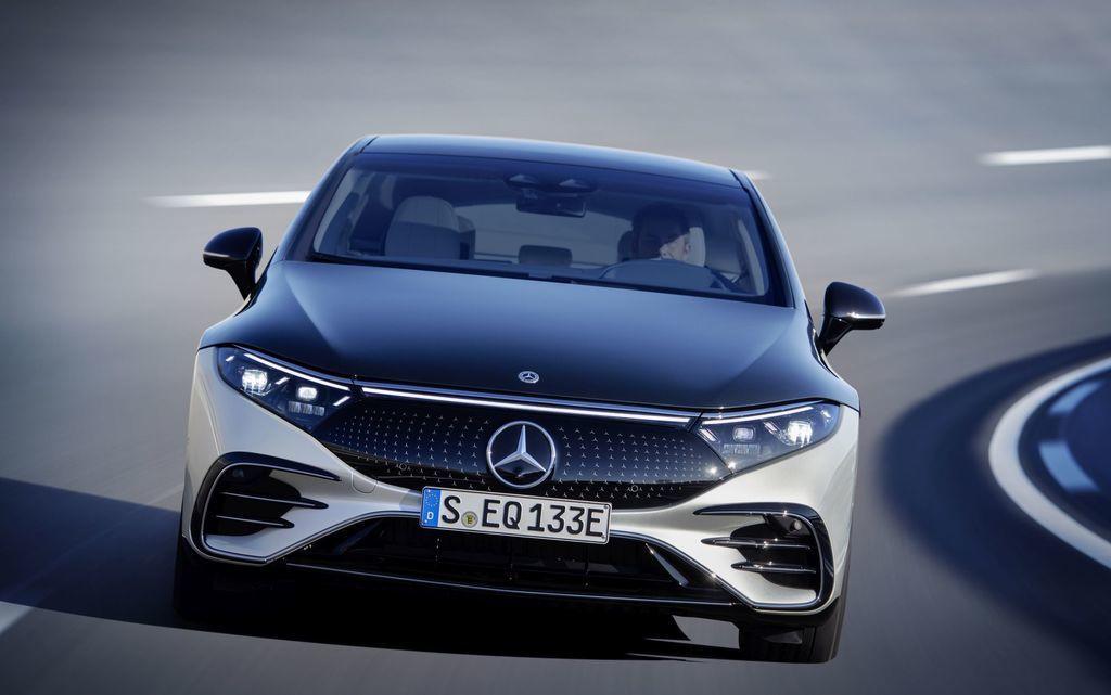 Content najluxusnejsi elektromobil mercedes eqs 2021 facelift autozurnal.com 22