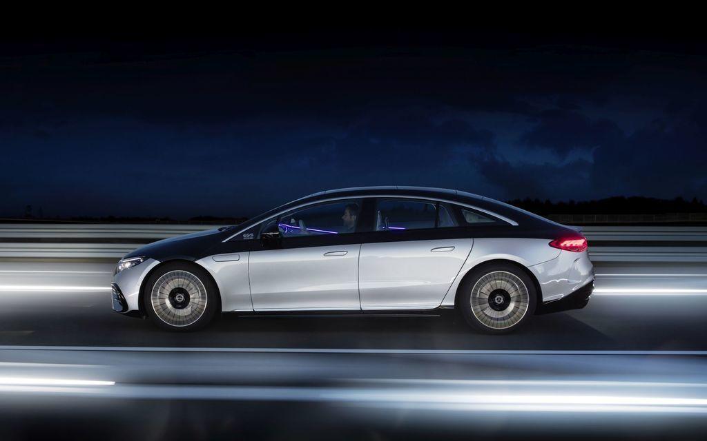 Content najluxusnejsi elektromobil mercedes eqs 2021 facelift autozurnal.com 26