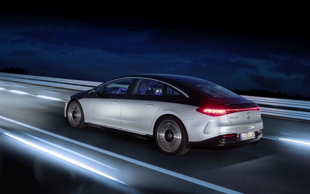 Content najluxusnejsi elektromobil mercedes eqs 2021 facelift autozurnal.com 27