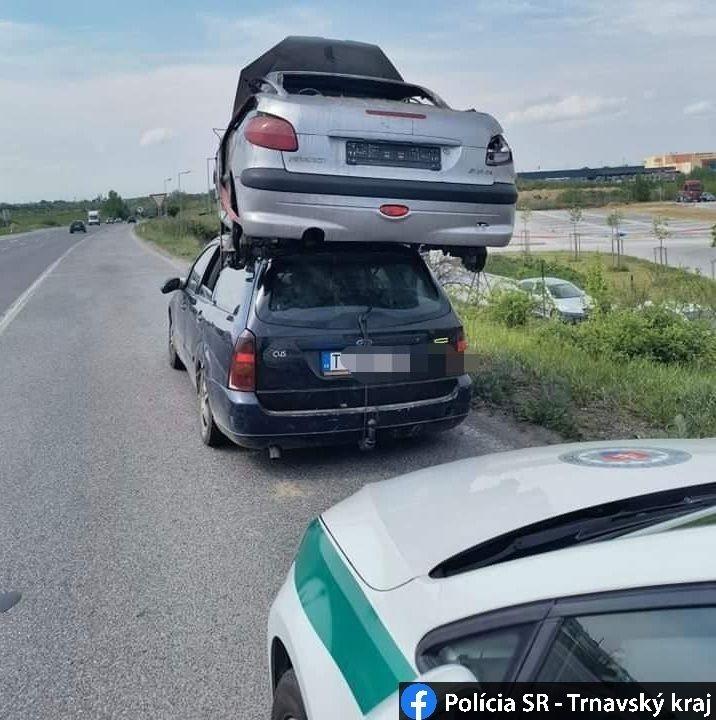Content viezli vrak na streche auta autozurnal 1