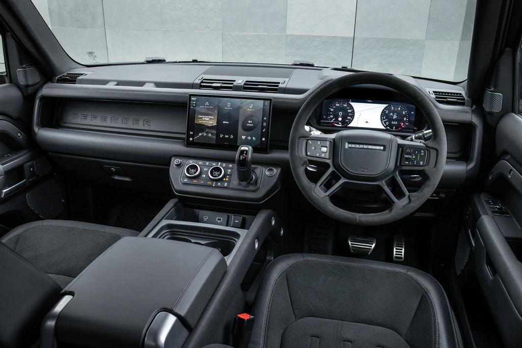 Content def 90 v8 interior 210721 01