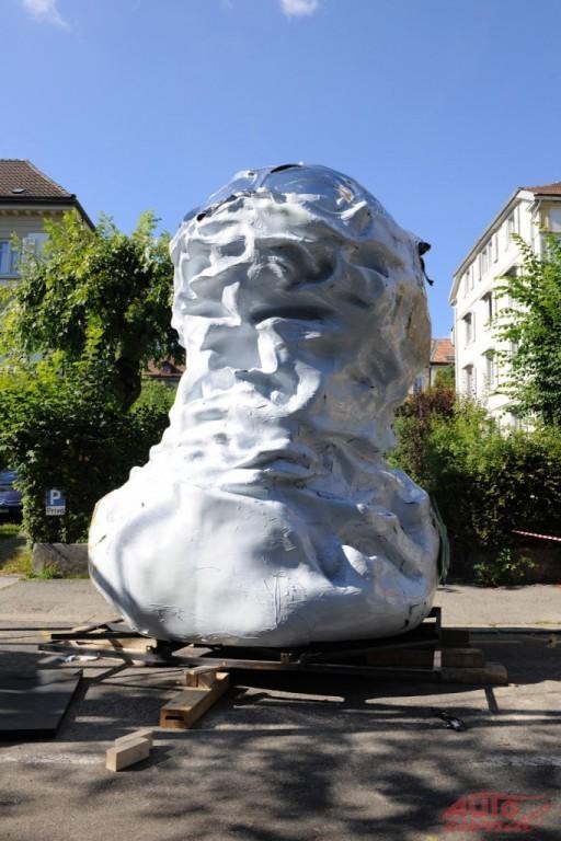 Content 51600 large chevrolet sculpture 288500 medium