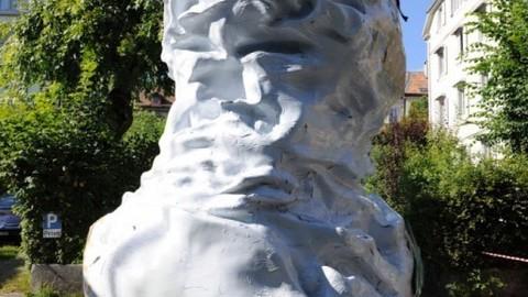 Thumb 51600 large chevrolet sculpture 288500 medium