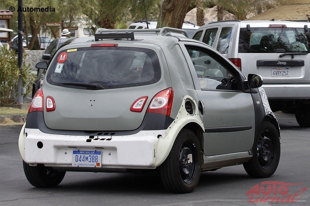 Content 44526 large smart fortwo mule 005