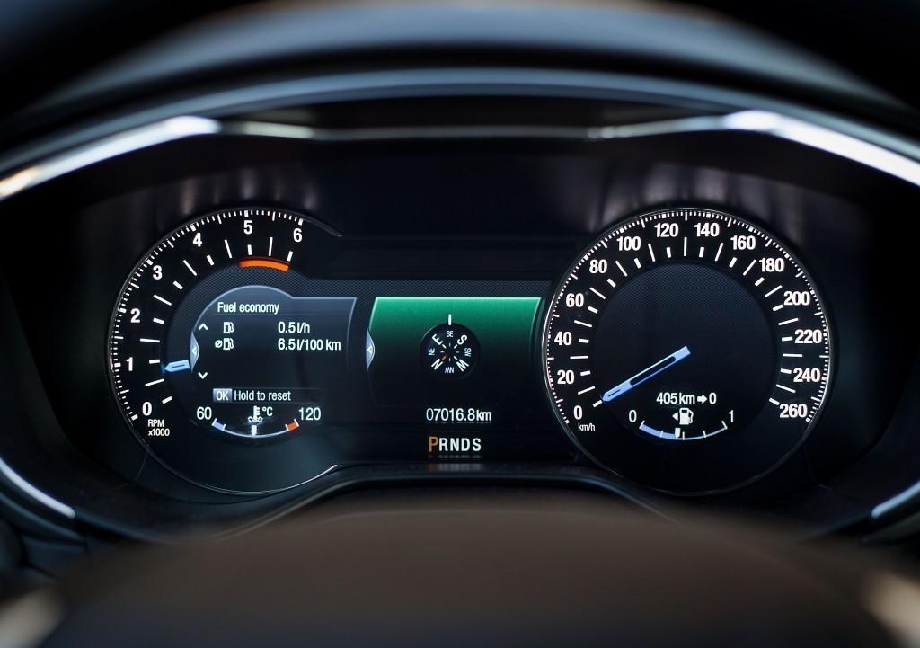 Content 86276 large motoring novy ford mondeo oslovi jazdou aj dynamickymi led svetlami