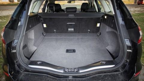 Thumb 86274 large motoring novy ford mondeo oslovi jazdou aj dynamickymi led svetlami