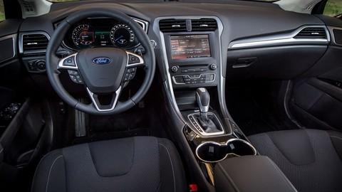 Thumb 86273 large motoring novy ford mondeo oslovi jazdou aj dynamickymi led svetlami