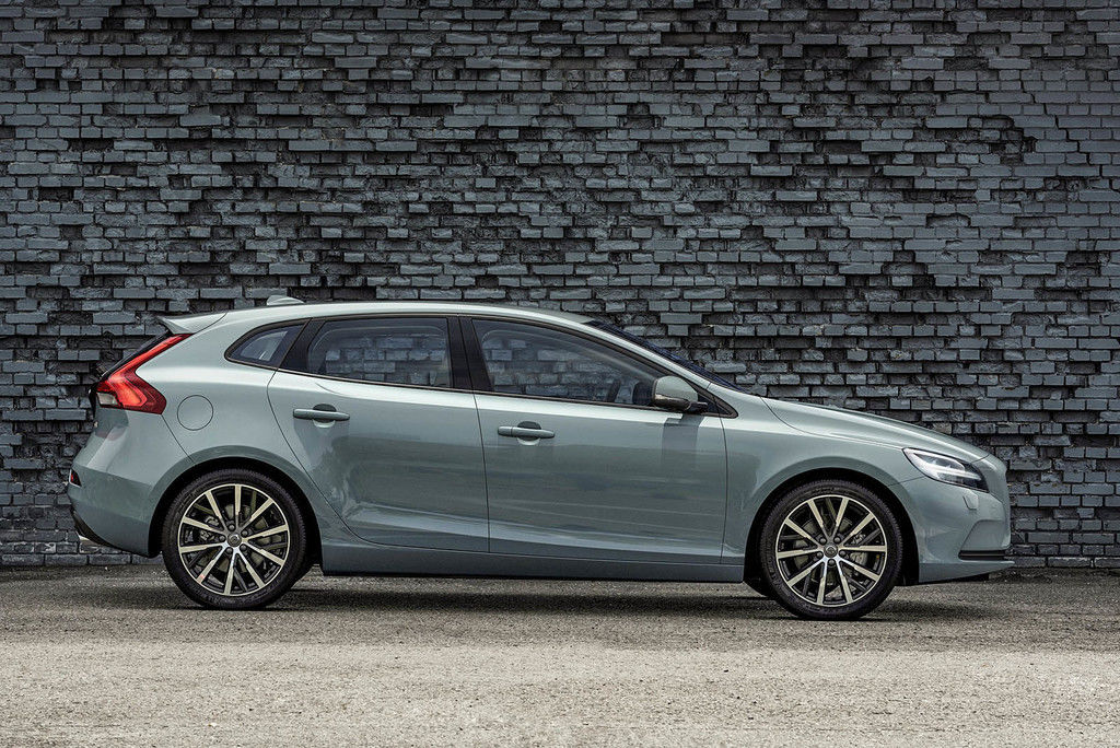 Content 175933 volvo v40 t4 momentum location profile