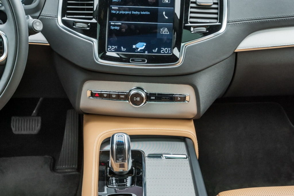 Content xc90h stred 04
