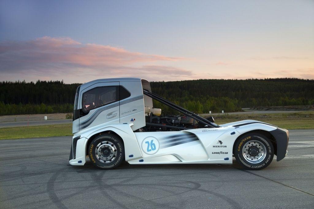 Content volvo trucks the iron knight t2016 0323