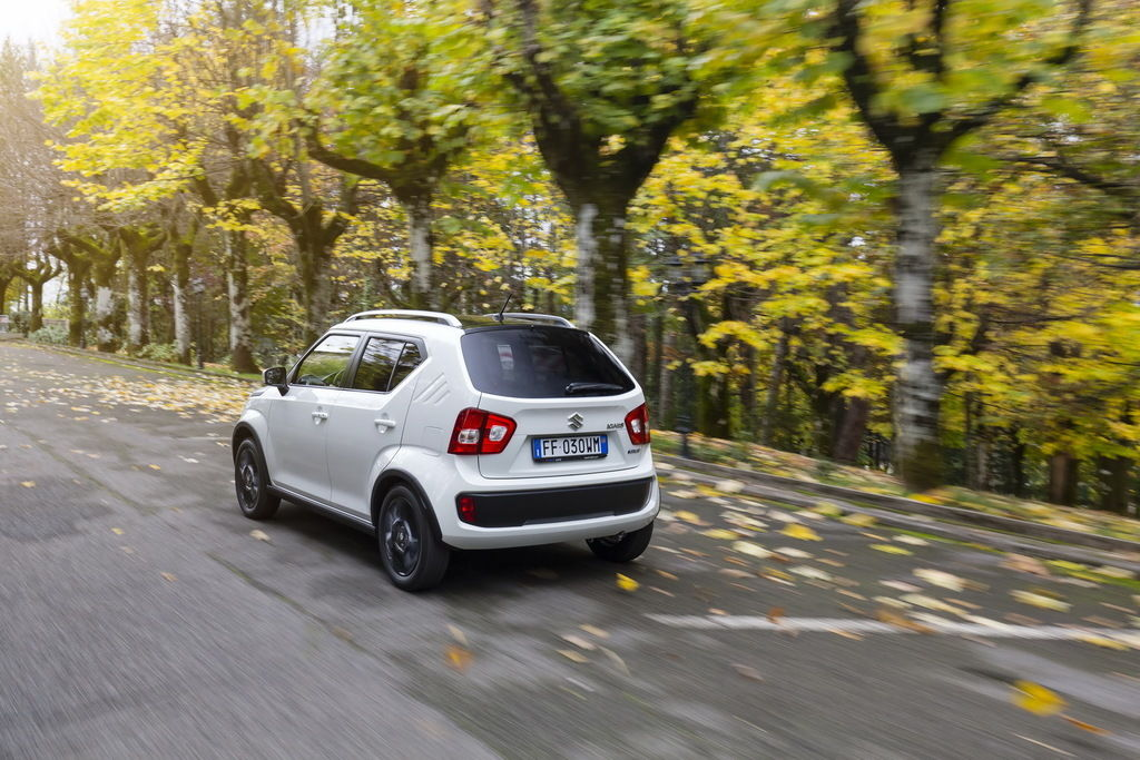 Content exterior   rear 3 4 driving 2