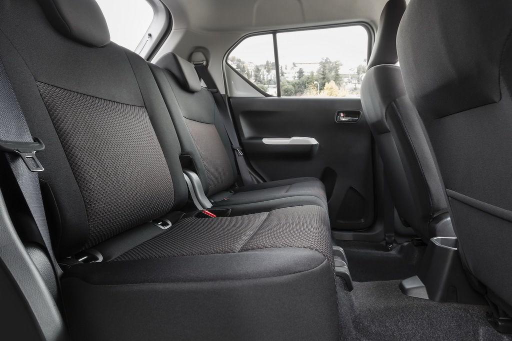 Content interior   rear seats