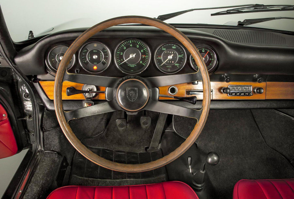 Content original 911 interior