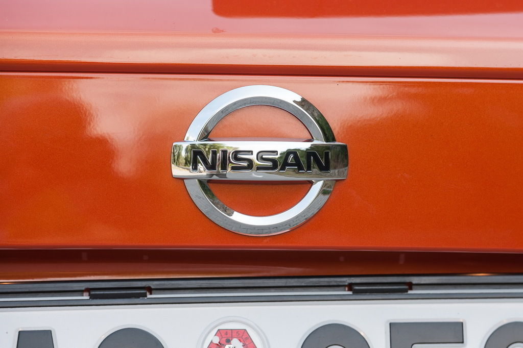 Content nissan sign 08